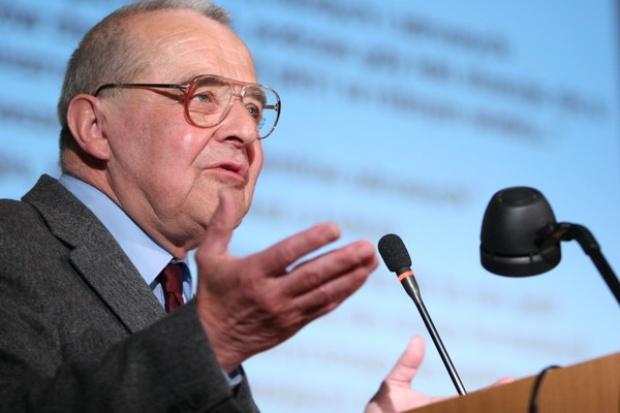 Prof. Jacek Spławiński*: niepokojąca jest erozja kontroli