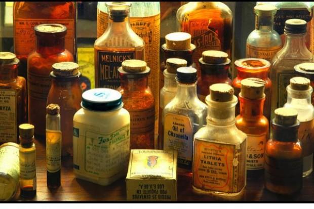 Z historii farmacji, czyli apteczki domowe w dawnych dworach szlacheckich*