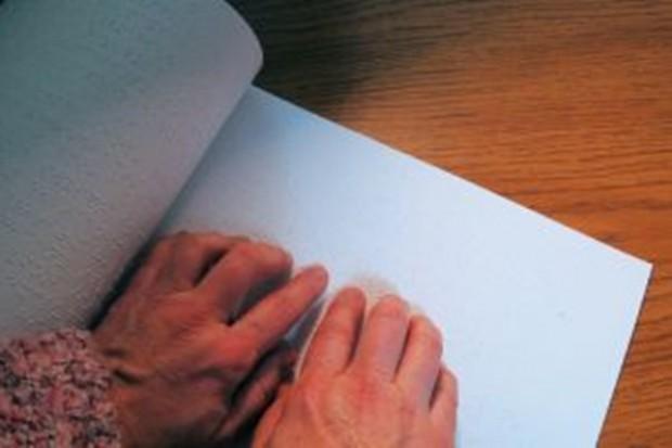 Farmaceuci, nie zalepiajcie cenami miejsc zapisanych Braillem