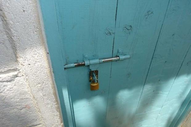 Drzwi części aptek zamknięte na godzinę