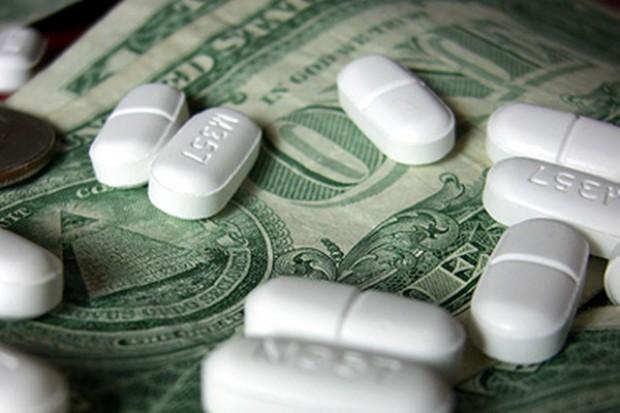 Przestępcy weszli w lekowy biznes. Zajmują się ich wywozem
