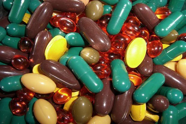 Ile witamin B1, B2, B12, jodu i kofeiny w suplementach diety?