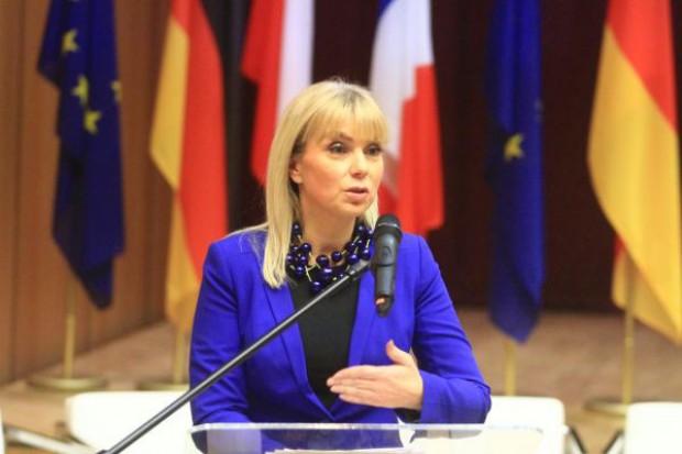 Elżbieta Bieńkowska: jestem odporna na lobbing koncernów farmaceutycznych