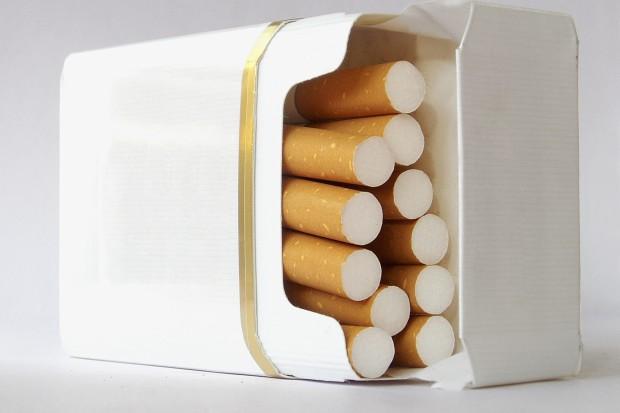 """UE: opakowania nie mogą sugerować, że papierosy mają """"wyborny"""" smak"""
