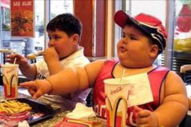 Śmieciowe jedzenie zawiera szkodliwe ftalany