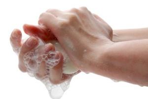 Mydło antybakteryjne skuteczne tak jak zwykłe