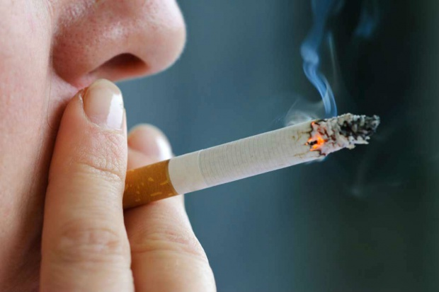 Palenie papierów przez rodziców zwiększa ryzyko białaczki u dziecka