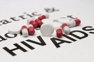 WHO: zarażeni HIV powinni być natychmiast poddani terapii antyretrowirusowej