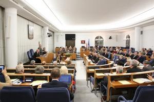 Senat: komisja poparła ustawę ograniczającą sprzedaż alkoholu