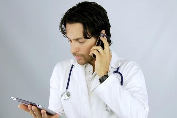 Konsultacje o lekach przez telefon? Tak, NFZ to sfinansuje