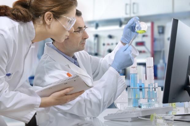 Technik farmaceutyczny wg MEN jest popularnym kierunkiem