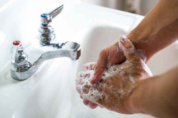 Skutecznym lekiem przeciw drobnoustrojom jest zwykłe mydło