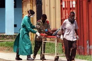UE wysyła samoloty, by pomóc zdusić ogniska eboli w Kongo