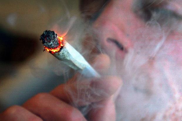 Używanie w młodości marihuany może mieć długofalowe skutki
