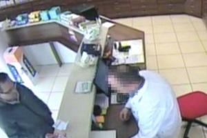 Policja prosi o pomoc w ujęciu oszusta z aptek
