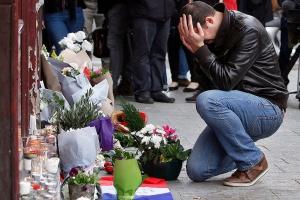 Paryż: oficjalny bilans ofiar śmiertelnych i rannych po zamachu