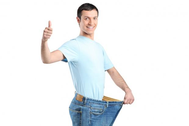 Pan Stefan ważył się w aptece. Ekspert odradził ściąganie spodni