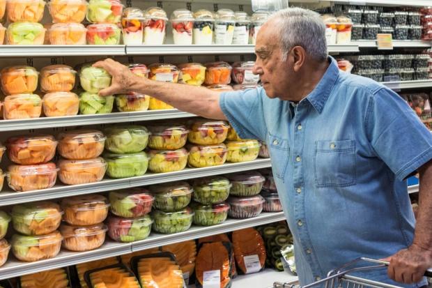 BGŻ: Polacy jedzą więcej, ale mniej kalorycznie