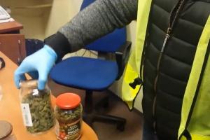 Słupsk: zatrzymano 2 osoby za handel narkotykami