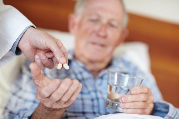 """Problem z lekami z """"listy 75+"""". Resort będzie szkolić lekarzy"""