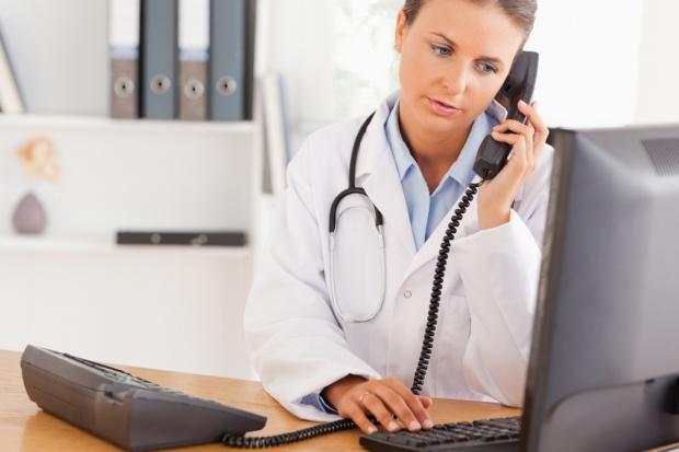 Lekarz: osoby z kwarantanny nie można skierować na test w ramach teleporady