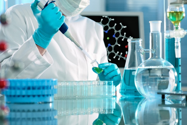 Francja: raport w sprawie śmierci pacjenta testującego leki