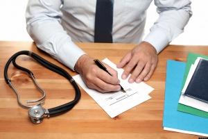 MZ wyjaśnia: do końca roku ukończy kursy z ordynowania leków 100 pielęgniarek