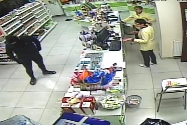 Tychy: policja prosi o pomoc w sprawie ujęcia sprawcy napadu na aptekę