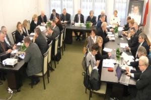 KZ Senat: należy od nowa zbudować pozycję aptek i farmaceutów