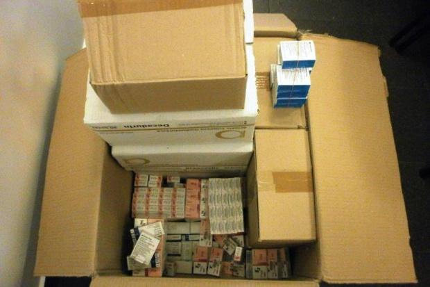Bydgoszcz: celnicy zatrzymali dostawę nielegalnych leków