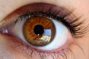 Urządzenie wykryje, kiedy oko pulsuje szybciej niż serce