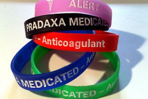 Stosujesz dabigatran? Daj czytelny znak o tym nosząc bransoletkę
