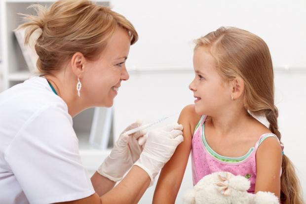 Janicka: to nie szczepienia są szkodliwe, a powikłania po chorobach