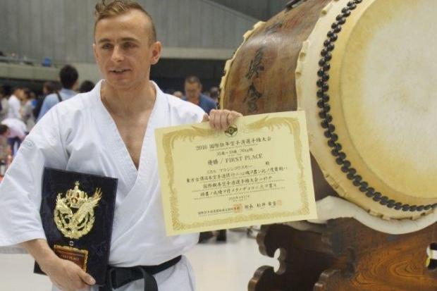 Farmaceuta i mistrz karate