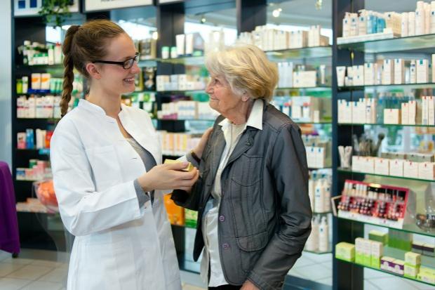 MZ: farmaceuta nie musi ustalać czy recepta została wystawiona przez lekarza lub pielęgniarkę