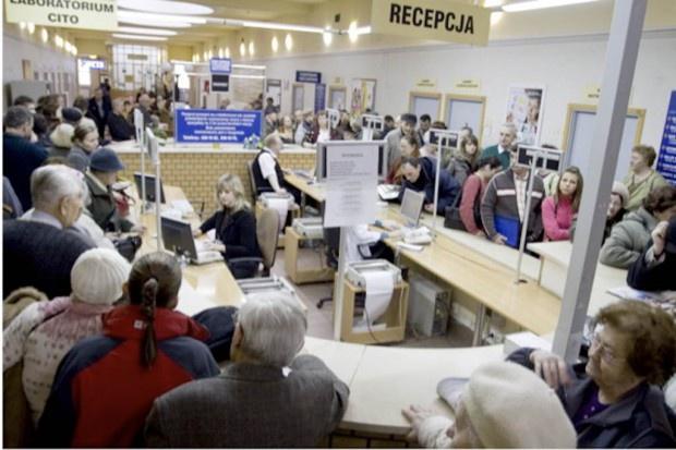 Warszawa: seniorzy oblegają przychodnie