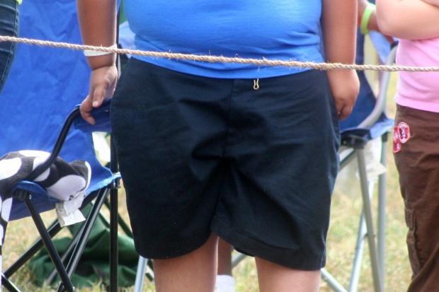 Objawem biedy w Polsce jest dziecko z nadwagą, żywiące się niezdrowymi produktami