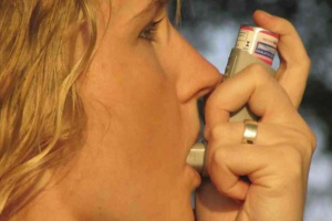 Wziewne leki steroidowe zwiększają ryzyko wyższego poziomu kropidlaka w płucach