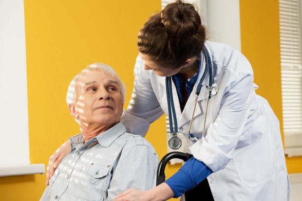 Porada pielęgniarska: pielęgniarka zbada, zleci badania, przedłuży receptę