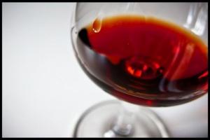 Pół butelki wina dziennie? Marskość wątroby gwarantowana