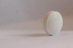"""Ibuprom z """"ultracienką powłoczką"""" działa szybciej? Producent nie wie"""