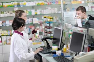 O zakazie udziału farmaceutów w reklamie