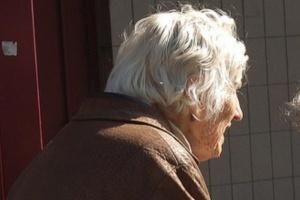 Badania: błyski światła redukują złogi występujące w chorobie Alzheimera