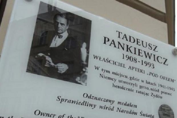 Kraków: odsłonięto tablicę upamiętniającą Tadeusza Pankiewicza