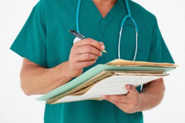 """Lekarze zostaną wyposażeni w zawodowe """"dowody osobiste"""""""
