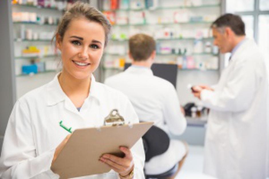 Technik na stażu: wydawała leki receptowe zalogowana jako kierownik apteki