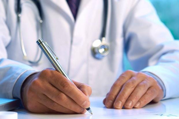 Fakt podpisania deklaracji wiary przez lekarza powinien być jawny