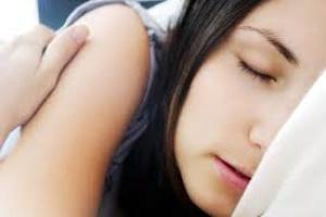 Przewlekły brak snu? Komórki zaczną niszczyć neurony