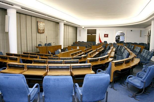 Senat: resort zdrowia za pozostawieniem zakazu łączenia stanowisk