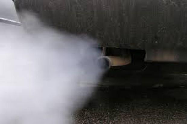 Badania: spaliny samochodowe uszkadzają DNA u dzieci